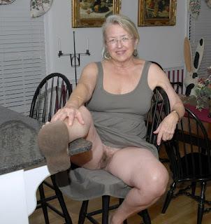 Naughty Lady - rs-bottomless_flashing039_bottomless_flashing00920-774127.jpg