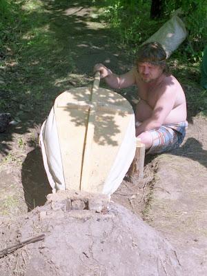 Безнен тарих 2003, Олег раздувает мехами огонь в плавильном горне
