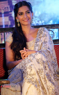 Sonam Kapoor Latest Pictures at Raanjhanaa Movie Press Meet  0013.jpg