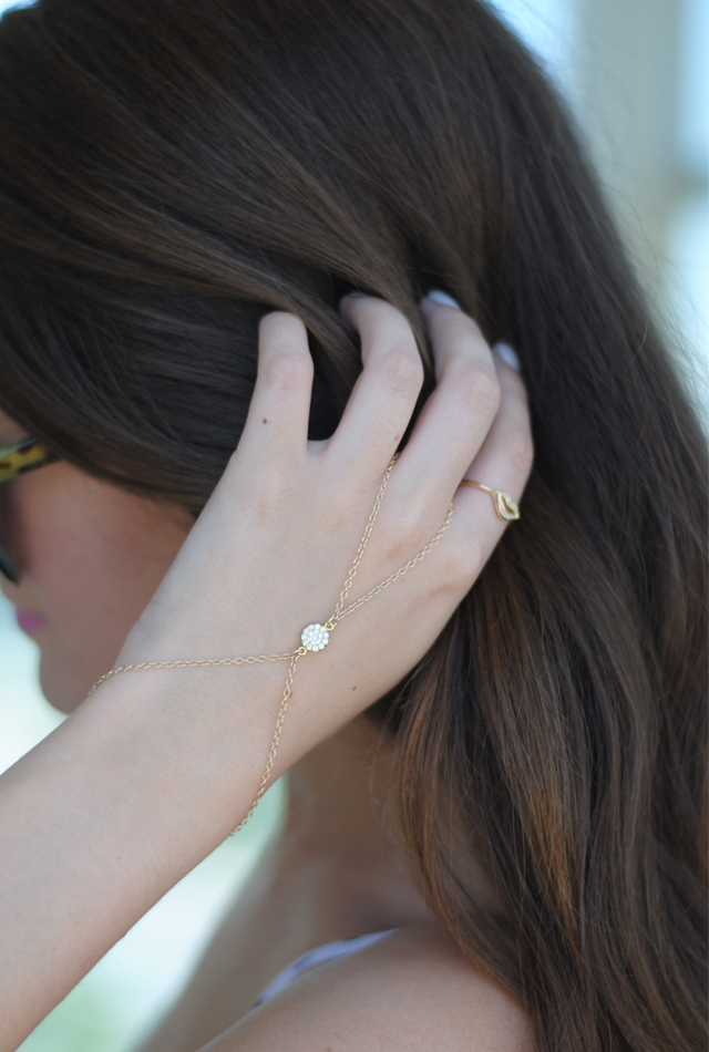 Obsessed with this hand chain!