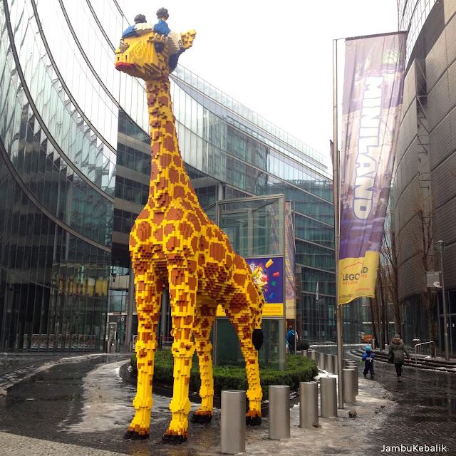 Jalan-Jalan di Berlin, Jerman-15 giraffe lego sony center
