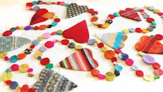 Enfeite de natal corações coloridos de feltro