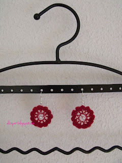 http://elizyart.blogspot.com.es/2013/05/red-crochet-earrings-and-question.html
