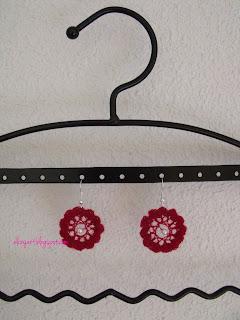 http://elizyart.blogspot.com.es/2013/05/red-crochet-earrings-and-question.html