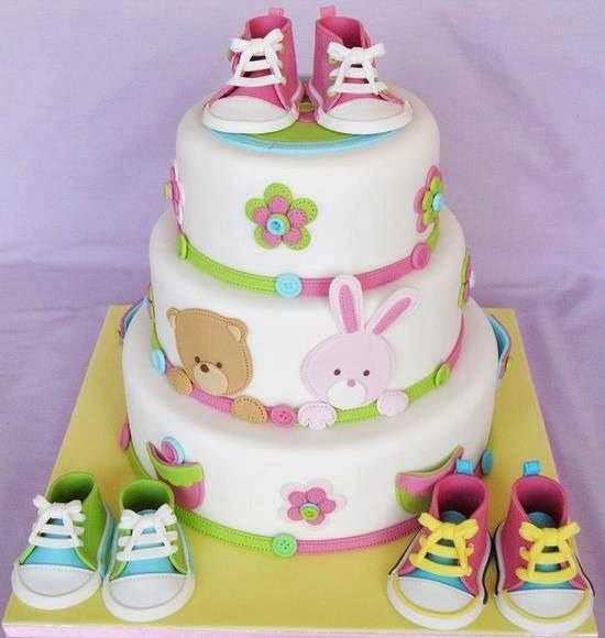 Tarta con zapatillas de niños