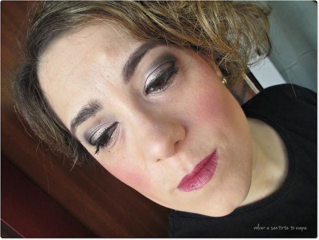 Maquillaje luminoso con rosa y plata