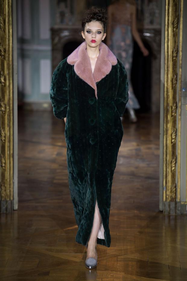 Fashion runway ulyana sergeenko fall winter 2015 2016 for Couture vs haute couture