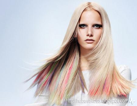 Руса коса с цветни кичури