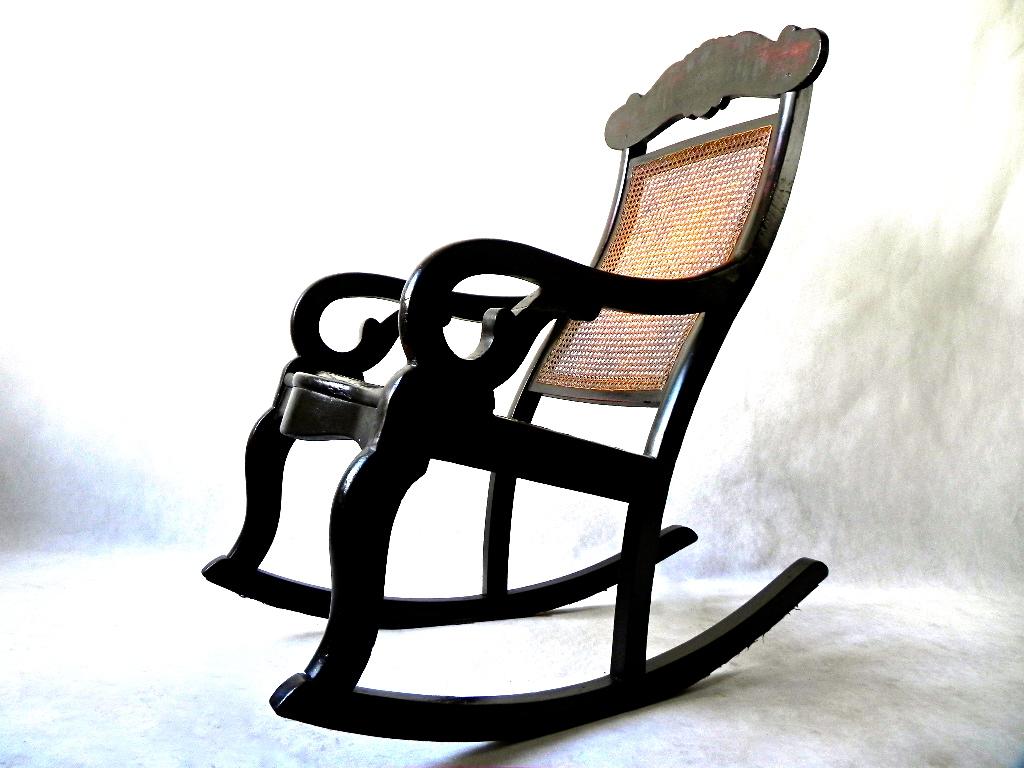 Movelaria Carioca: Cadeira de Balanço em Jacarandá e Óleo Vermelho  #8F633C 1024x768