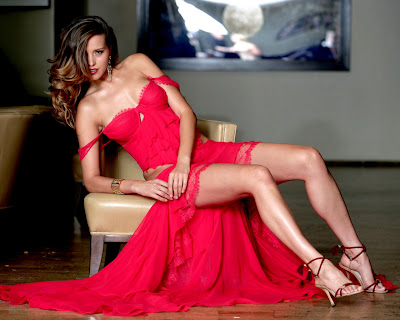 Kate Beckinsale  in red dress