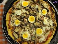 Pizza de atún y huevo