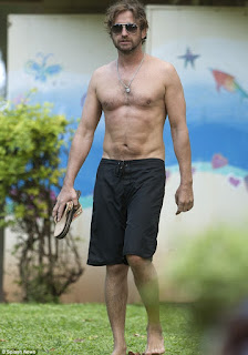 Gerard Butler in Hawaii