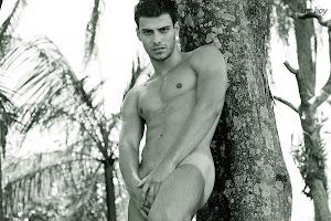 Veja fotos de Lucas Malvacini nu em ensaio para o The Boy