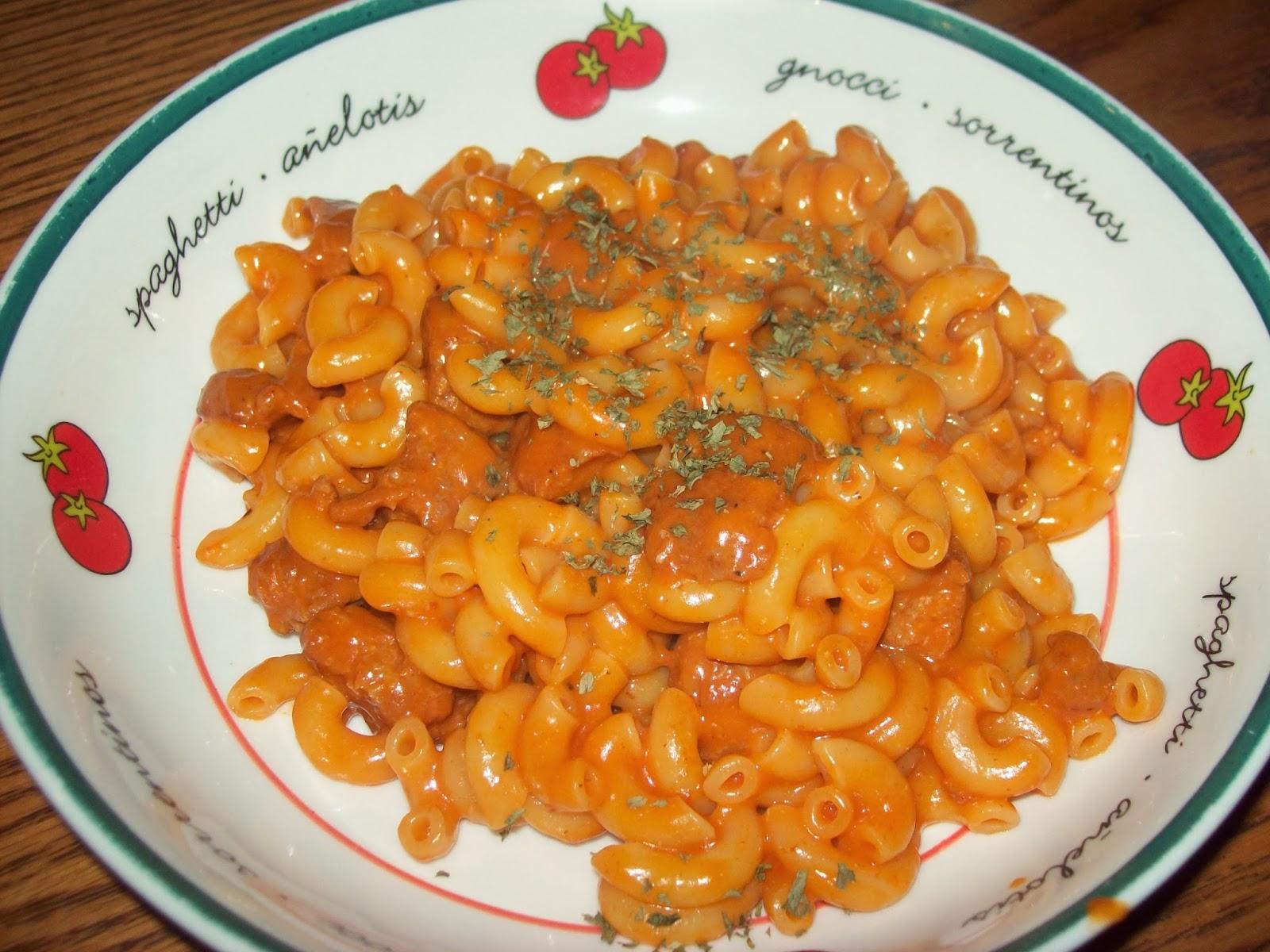 manger avec mo macaroni la saucisse. Black Bedroom Furniture Sets. Home Design Ideas