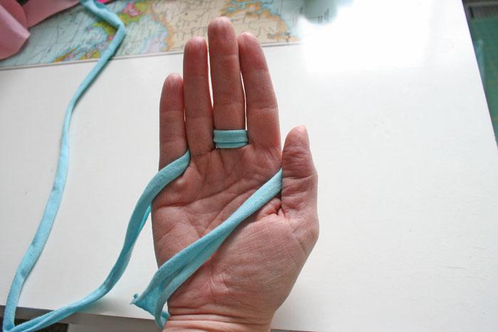 jersey finger knitted bracelets diy handy diy. Black Bedroom Furniture Sets. Home Design Ideas