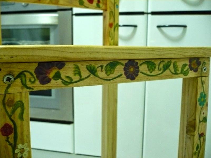 como hacer una trona casera para niño, con madera de palet.
