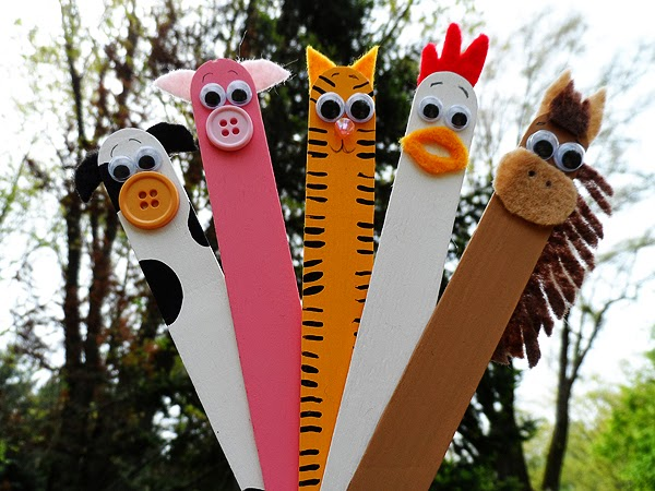 http://www.makeandtakes.com/popsicle-stick-farm-critters