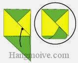 Bước 7: Gấp cạnh tờ giấy xanh vào giữa khe hai lớp tờ giấy vàng để ghim chắc.