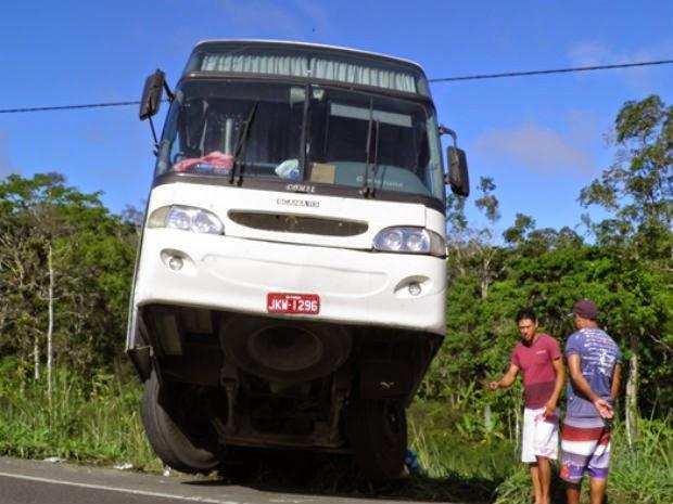 Acidente aconteceu por volta das 5h, na altura do Km-446, sul da Bahia (Foto: Humberto Hugo de Almeida/ Site: Aurelino Leal Alerta.)