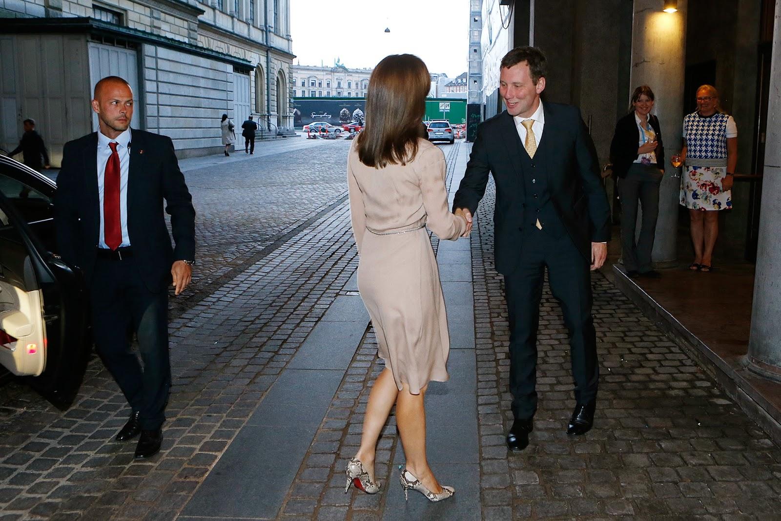 La semaine derniere nous nous souvenons que la princesse héritiere Mary avait assisté à une réunion de l'OMS à Copenhague. Mary est la marraine de l'OMS au Danemark.
