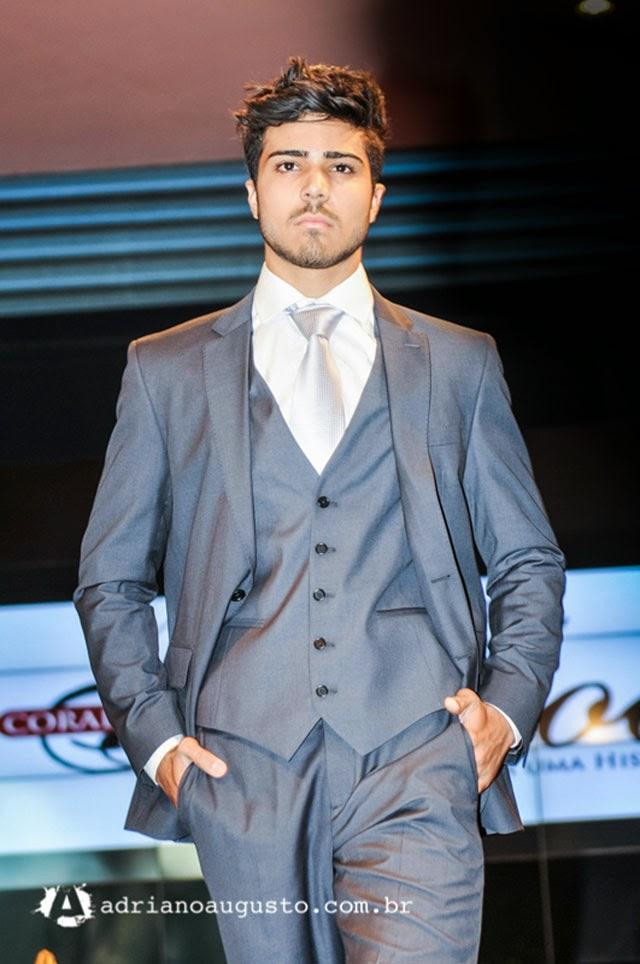 David Castro, o Mister Nova Era 2014, desfila com terno de noivo . Foto: Adriano Augusto