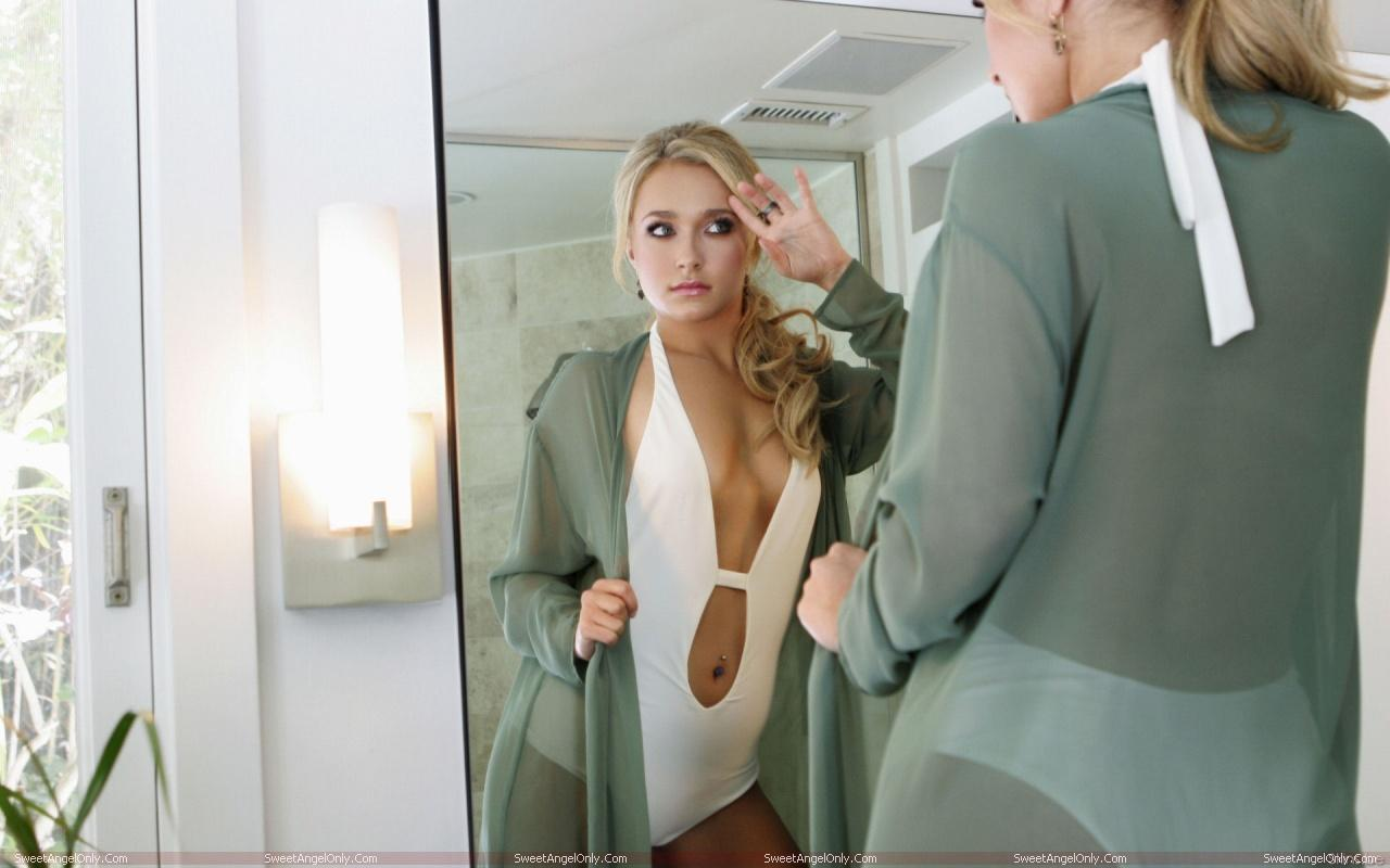 http://1.bp.blogspot.com/-zfLa0-x9waY/TVvdcttB5WI/AAAAAAAAEWA/QwY2FNm-HzM/s1600/hayden_panettiere_hot_wallpapers_sweetangelonly_22.jpg