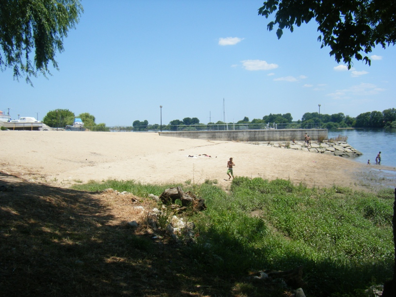 Zona do Areal da praia fluvial