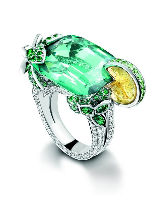 Кольцо с бриллиантом круглой огранки
