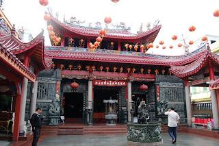 Perbedaan Vihara (buddha) dan Kelenteng (Kong Hu Chu) Vihara_Sejahtera_Sakti_(_Kelenteng_Tertua_di_Kota_Selatpanjang_)