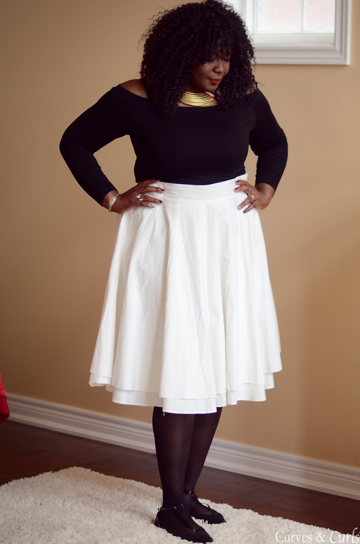Red coat plus size #wintercoat #curvy #moderonde #offshoulder #midiskirt #white #mycurvesandcurls #Assacisse