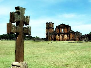 Cruz Missioneira e Ruínas de São Miguel das Missões