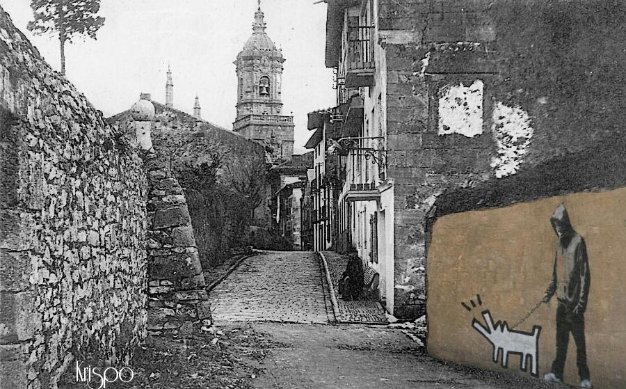 fotografia antigua de la calle que va a la iglesia de hondarribia