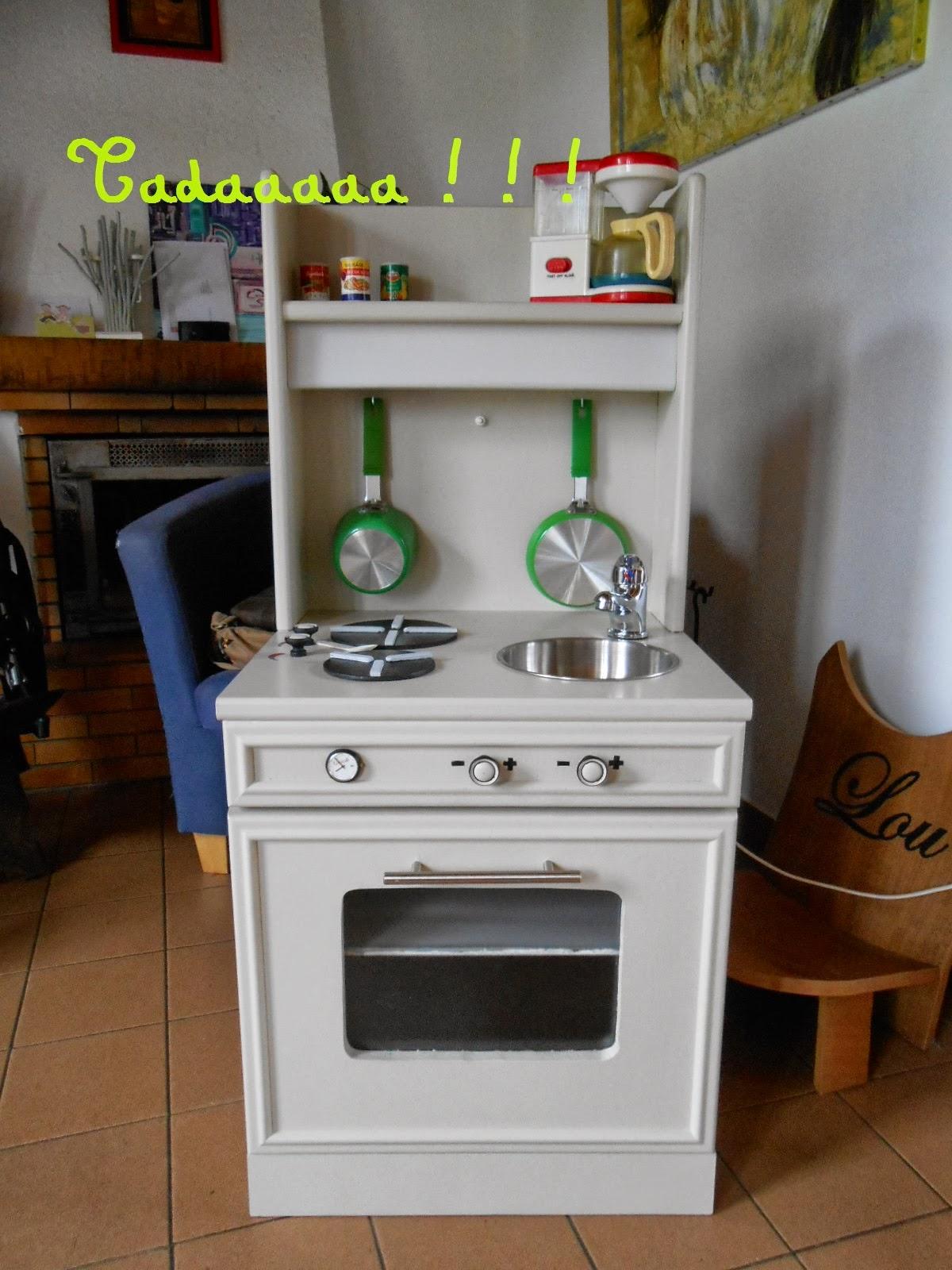 Upcycling 1 la table de chevet devenue cuisine p 39 tite poulette by manouchka - Table de chevet fait maison ...