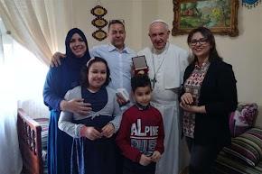 Milano, il Papa visita una famiglia di musulmani: ''Ha bevuto il latte con noi''