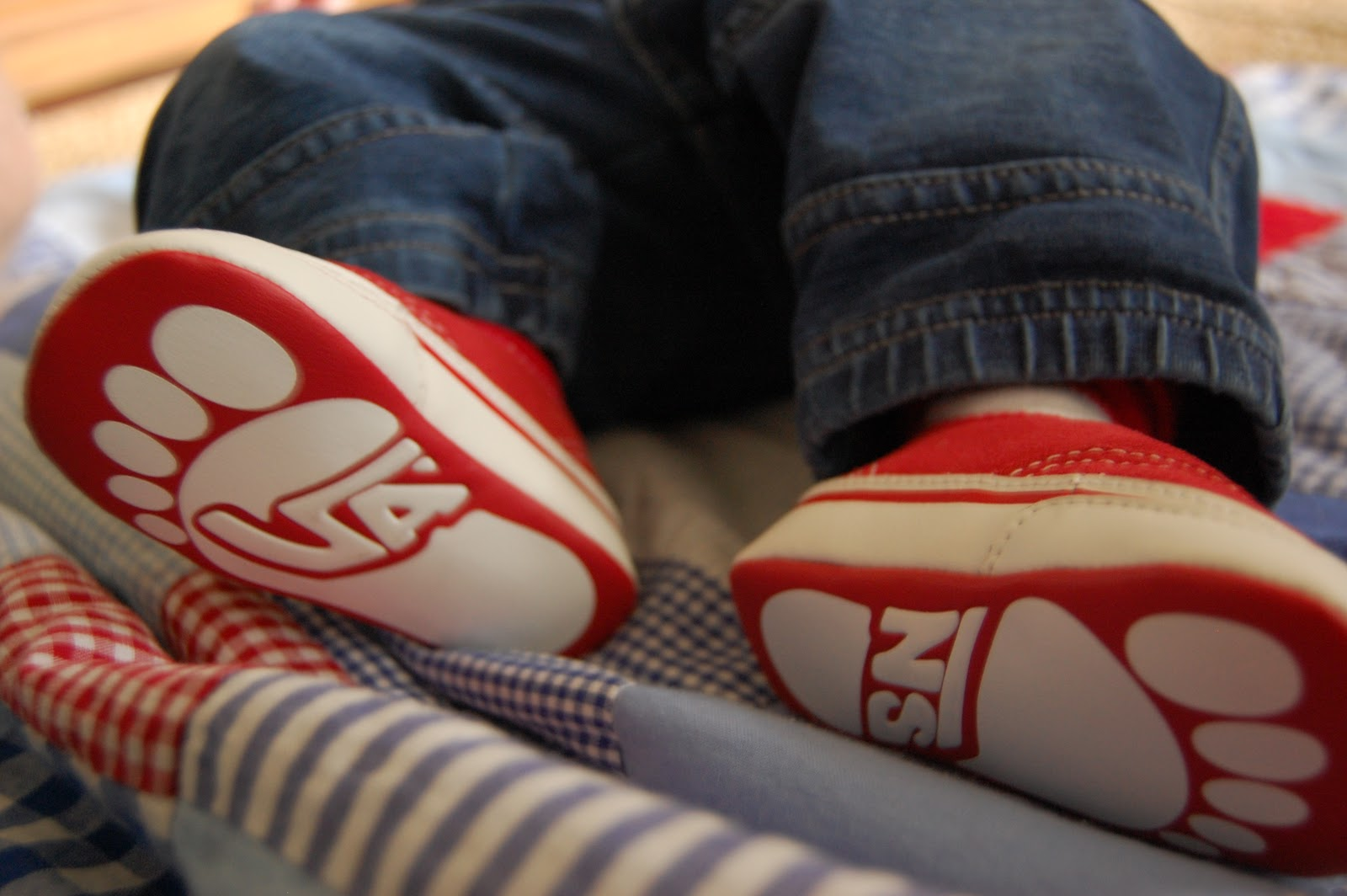 Displaying 19> Images For - Red Vans With Jeans...
