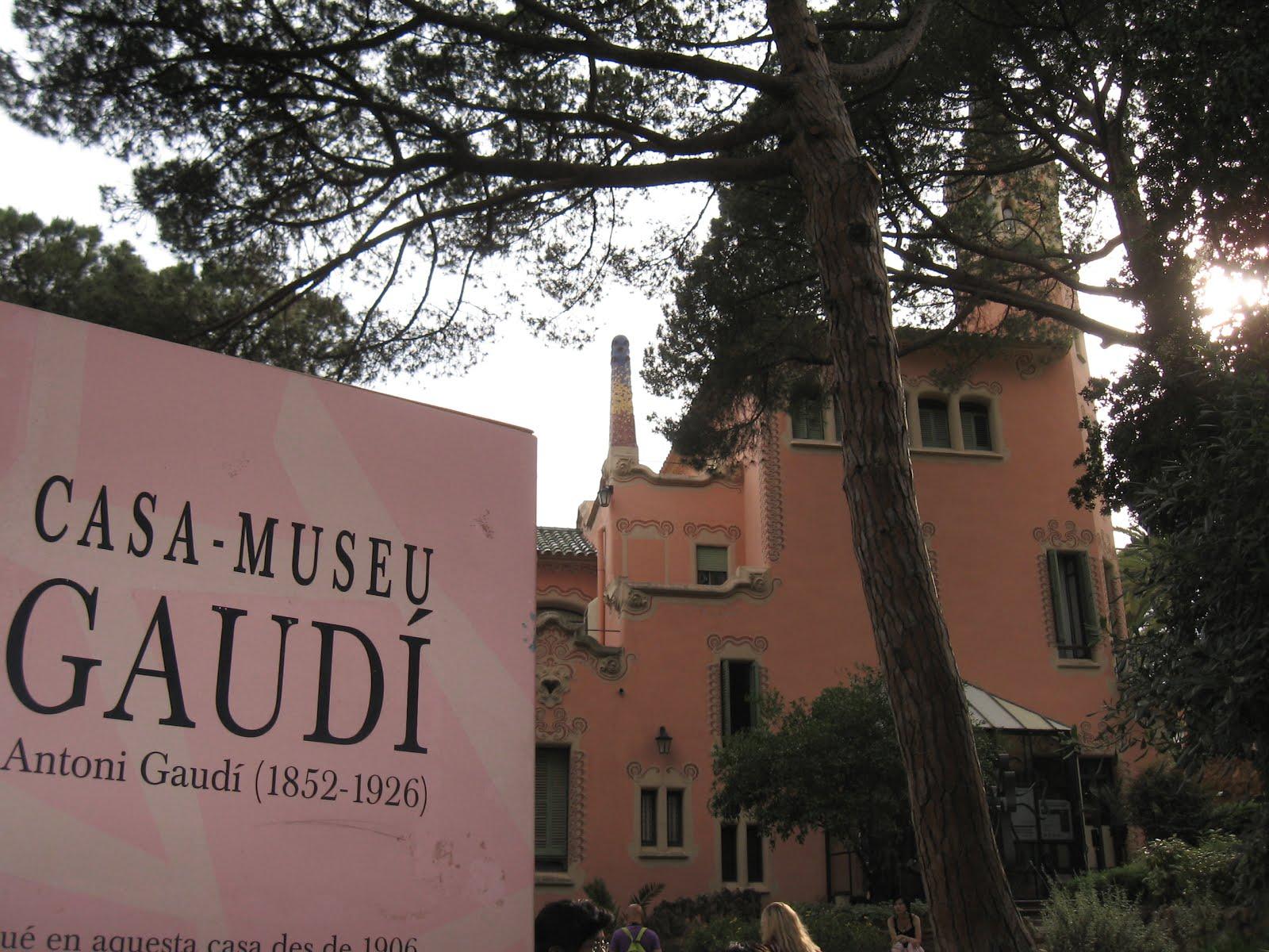 Casa Museo Gaudi.Bezoek Barcelona Casa Museu Gaudi