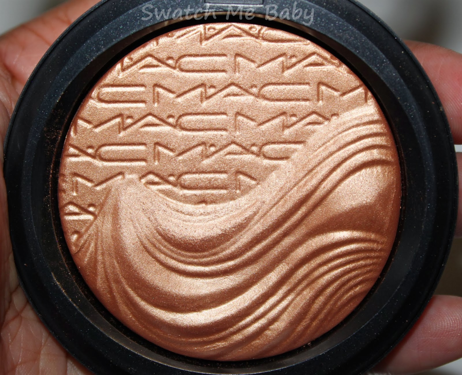 MAC Extra Dimension Skinfinish in Magnetic Appeal close up