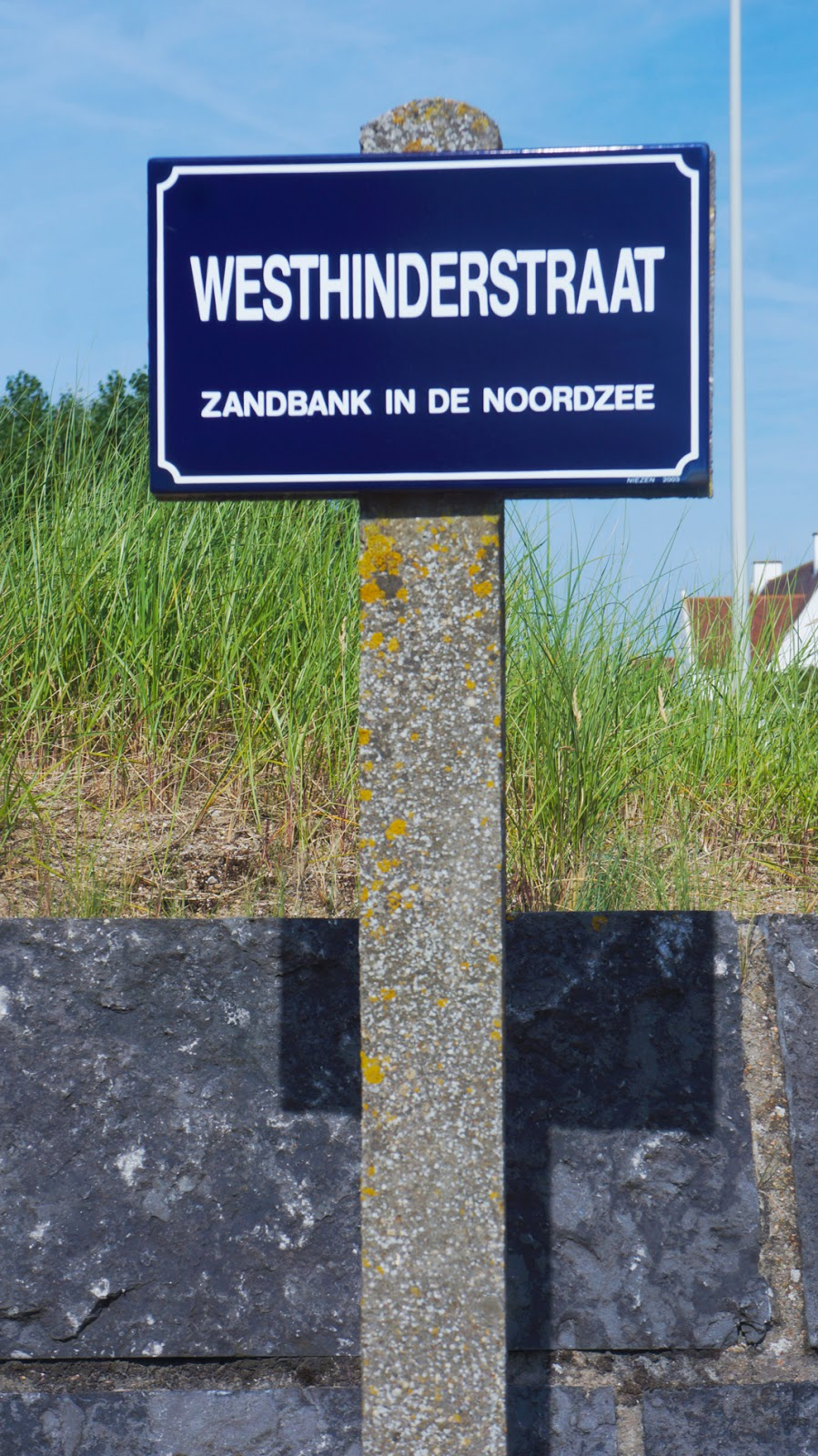 WESTHINDERSTRAAT  ZANDBANK IN DE NOORDZEE - JON THE GOLD IN KNOKKE . My moet moment in knokke