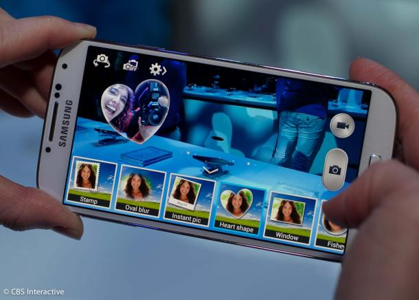 The GS4's new dual-shot mode combines photo and videos from the front-facing camera and rear camera into one frame.