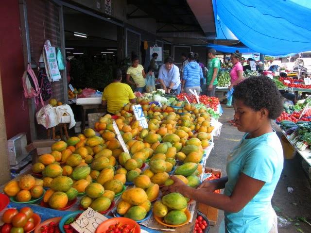 Am Obst- und Gemüsemarkt in Suva