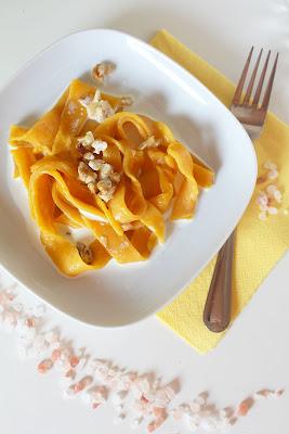 Tagliatelle marchwiowe w sosie śmietanowym ( tagliatelle di carote alla panna)