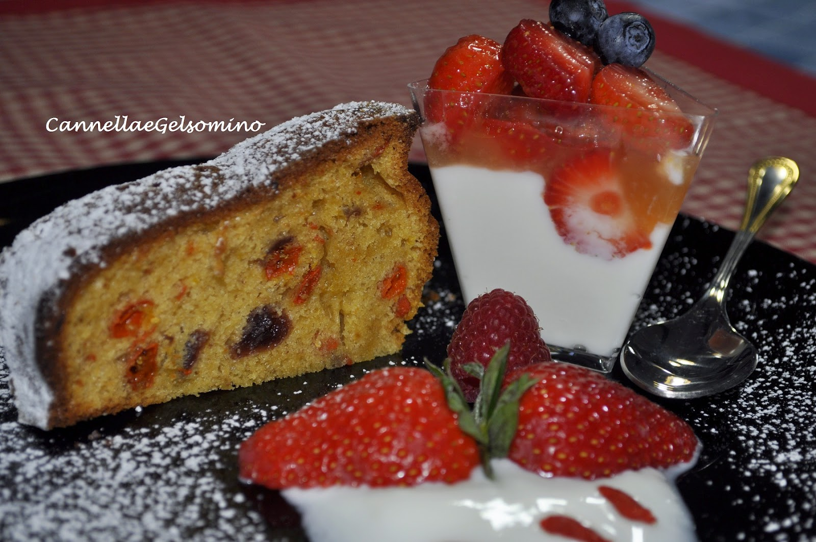 torta alle bacche di goji e frutti rossi