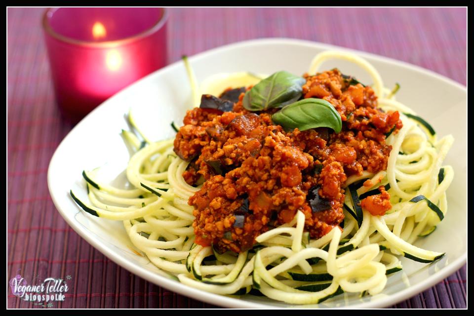 zucchinispaghetti mit auberginen bolognese vegan. Black Bedroom Furniture Sets. Home Design Ideas