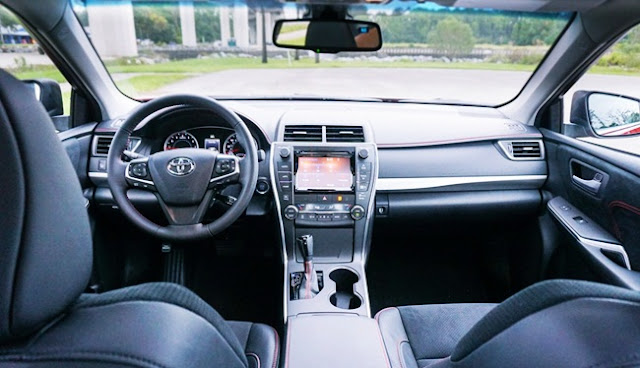 2016 Toyota Camry XSE V6 Review in Australia Interior