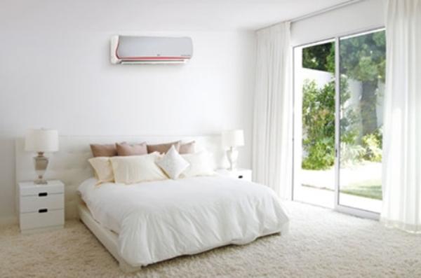 Điều hòa đặt ngay trên đầu giường dễ làm con người bị cảm lạnh