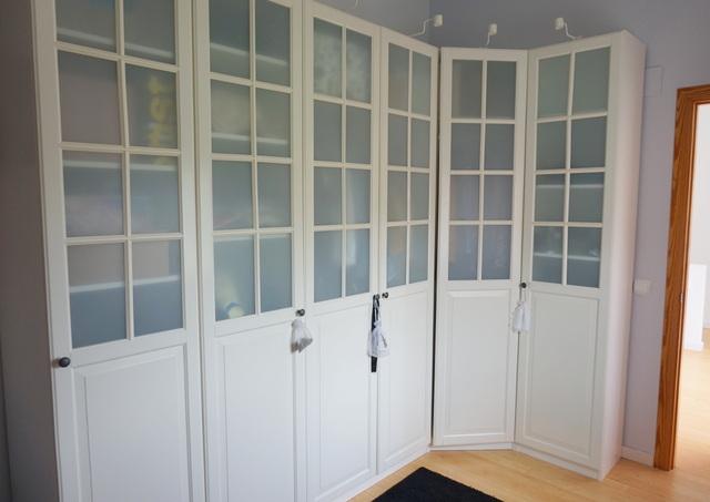 Vestidor blanco puertas