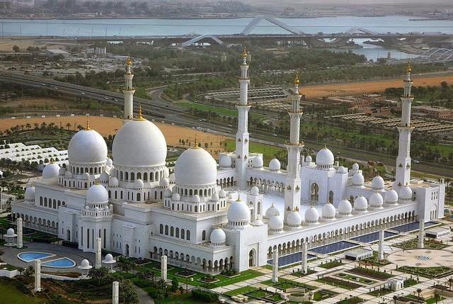 LSM Uni Emirat Arab Siapkan Rp 59 Triliun Bantu Masjid Dunia