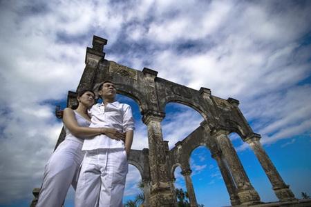 Foto Pre wedding Dengan Latar Belakang Peninggalan Sejarah