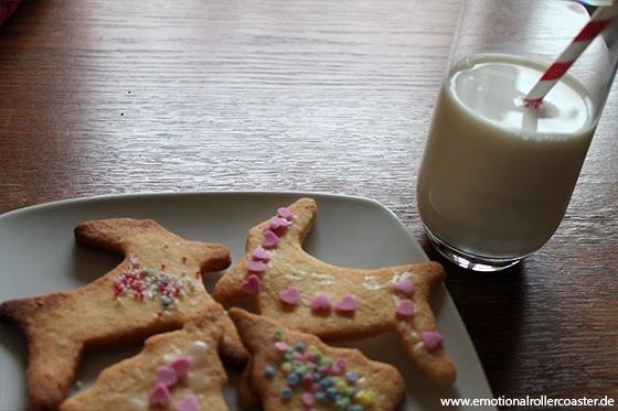 Weihnachtsplätzchen mit Milch