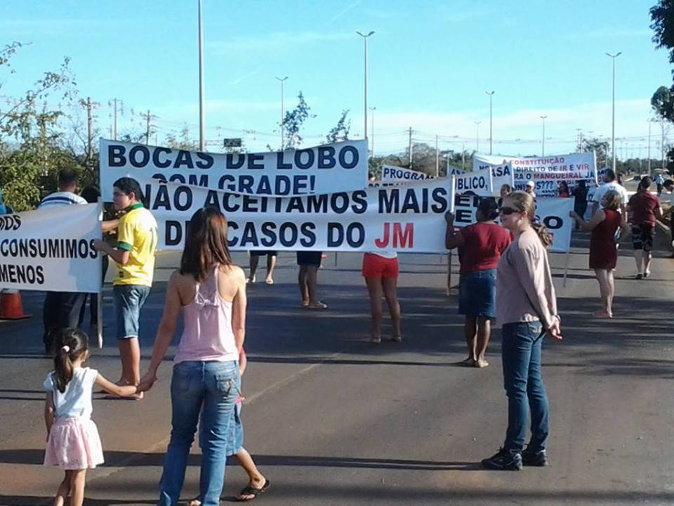 fotos jardim mangueiral:Moradores do Jardins Mangueiral, no DF, fazem protesto por